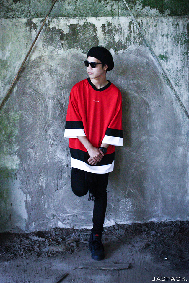 Logo Hockey Tee (JFK-021)-Red-model-2